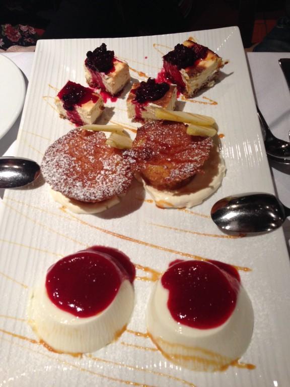 Panna Cotta, Cheesecake, Apfeltörtchen mit Vanilleeis!