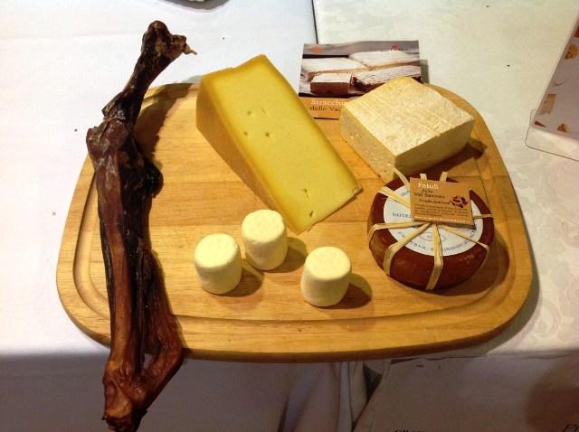 Ein Käseteller aus der Provinz Brescia