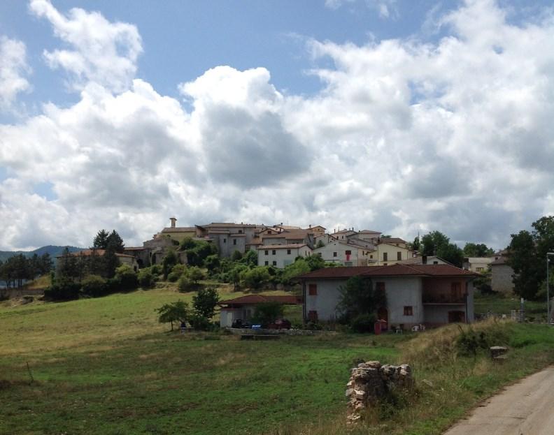 Das kleine Dorf Colforcella, im Neratal