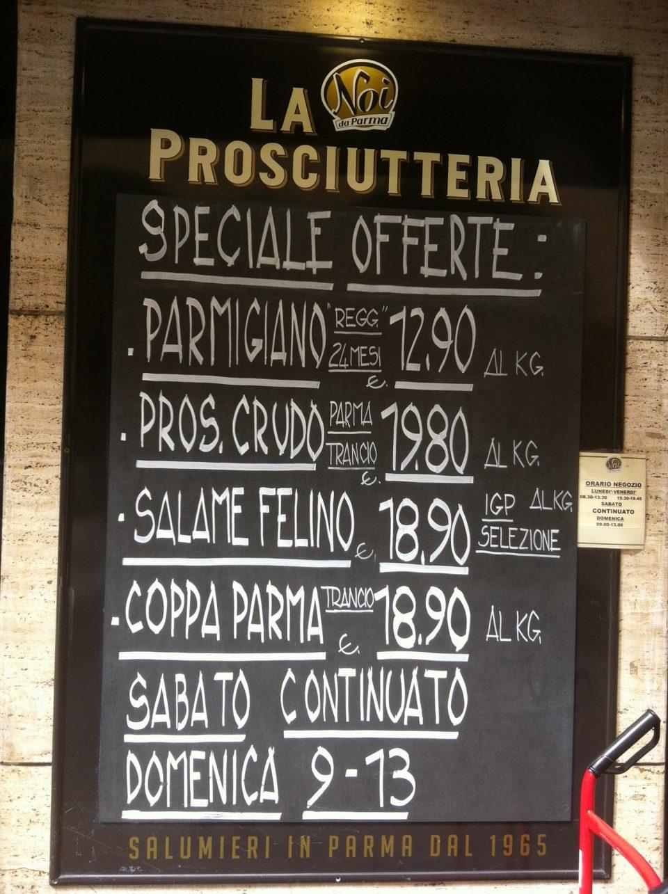Schinken- und Salamigeschäft in Parma