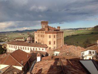 Die Stadt Barolo und das Schloss Faletti