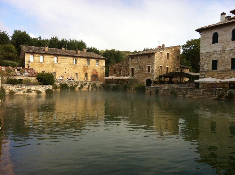 Bagno Vignoni, Piazza d'Acqua
