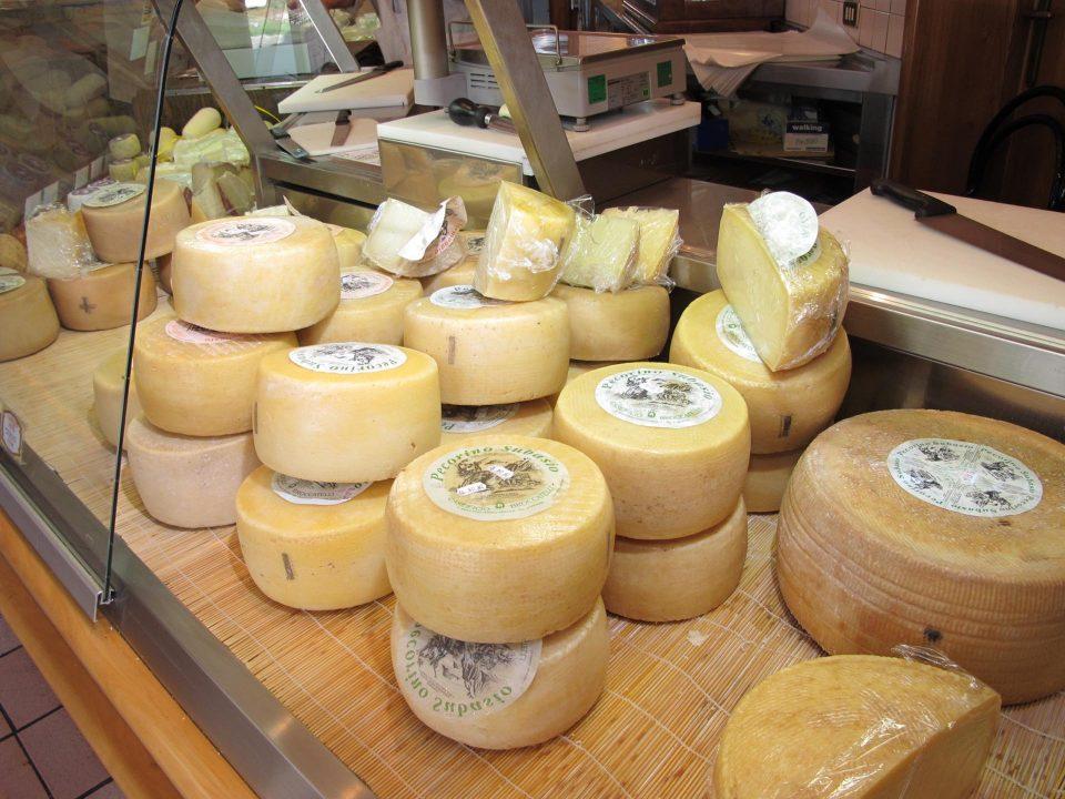 Umbrien Käse aus Kuh- und Schafsmilch