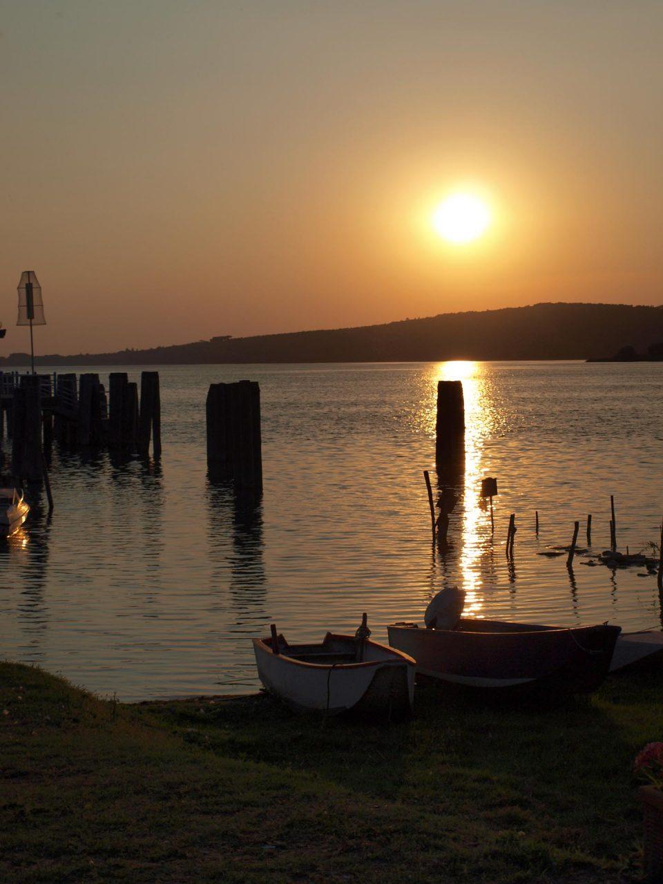 Lago Trasimeno bei Sonnenuntergang
