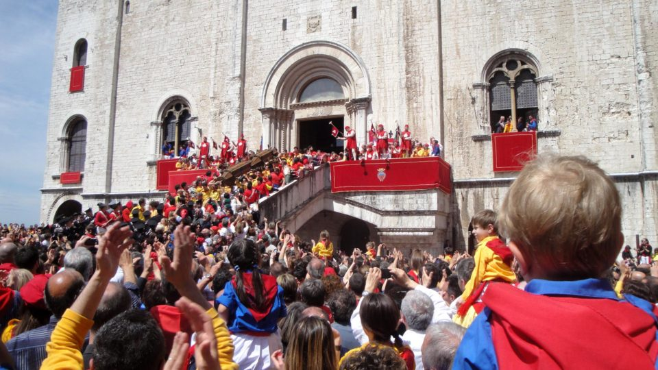 "Gubbio: das grosse Voksfest der ""Ceri"" am 15. Mai"