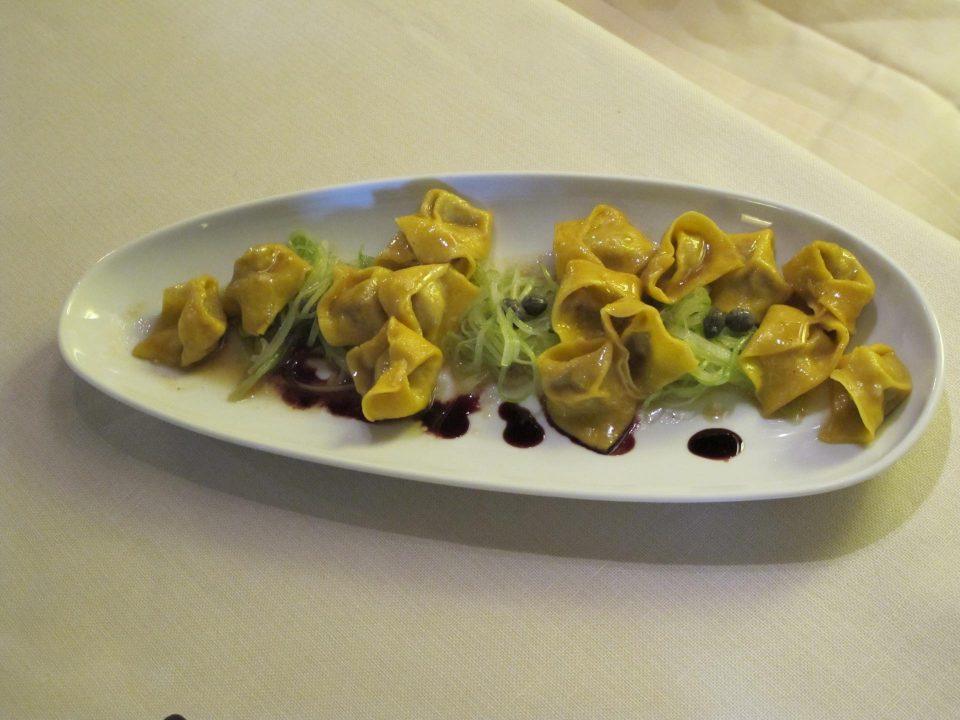 Tortellini mit Kapern und Aceto Balsamico