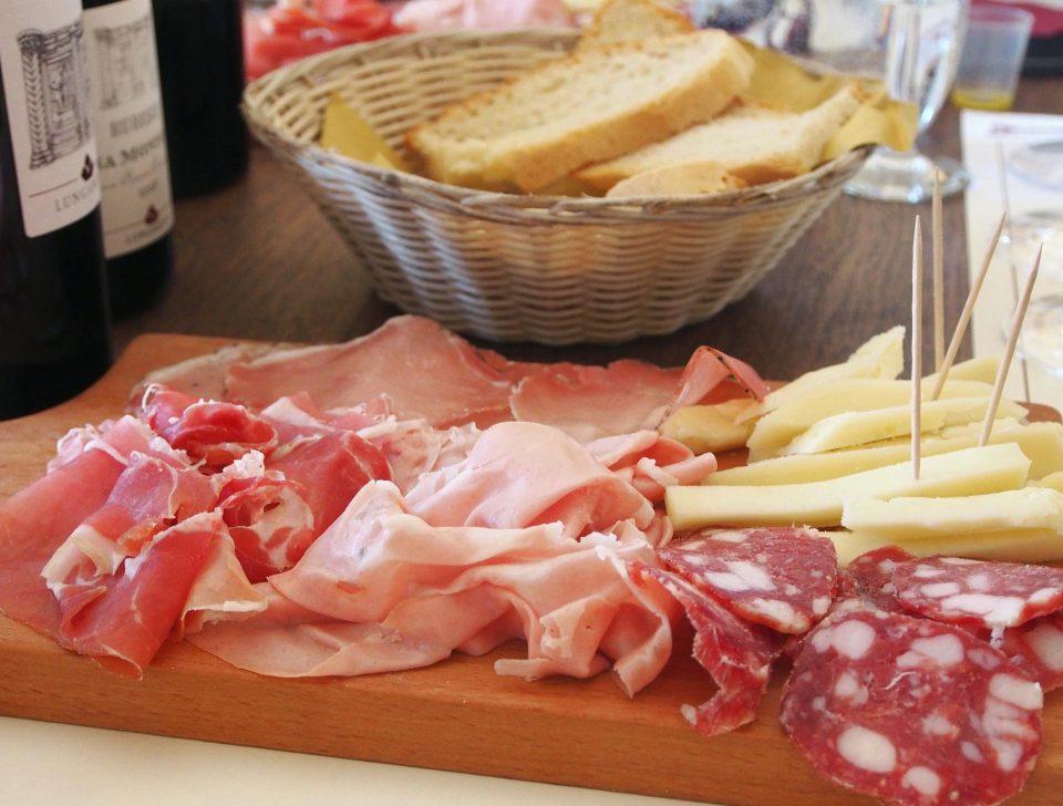Aufschnittplatte zur Weinprobe