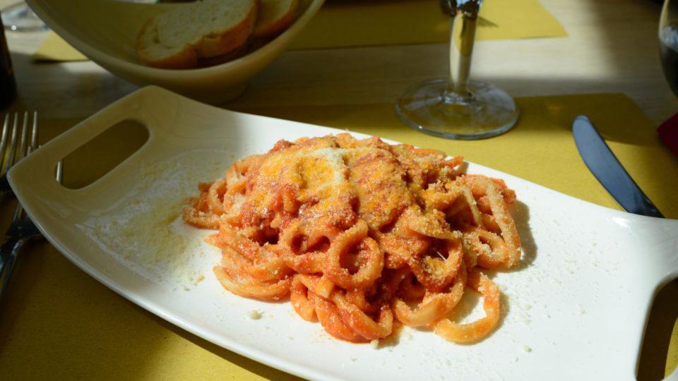 """Strozzapreti"" (Pfaffenwürger) Pasta bei Assisi"