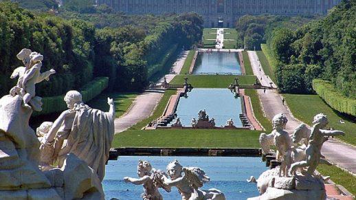 Die gigantische Parkanlage vom königlichen Schloß Caserta