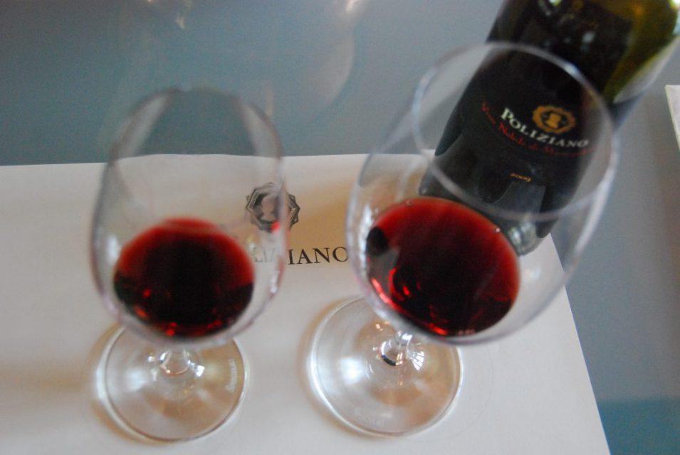 Weinverkostung mit den verschiedenen Rotweinen von Poliziano, zum Beispiel dem Nobile di Montepulciano, dem Asinone oder Le Stanze