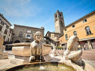 Bergamo, Piazza Vecchia mit dem Contarini Brunnen