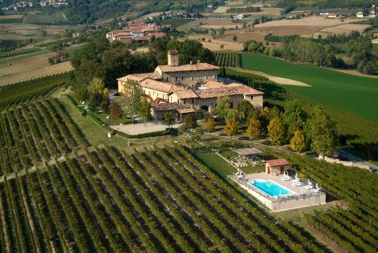 Castello di Razzano aus der Vogelperspektive