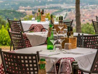 Essen mit Blick auf Verona